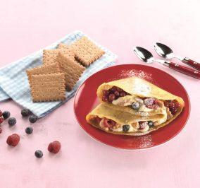 image for Γλυκές κρέπες με κρέμα, φρούτα του δάσους και Πτι Μπερ Παπαδοπούλου