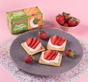 Banner for Εύκολο και ελαφρύ βραδινό με Cream Crackers Χωρίς Ζάχαρη και φράουλες