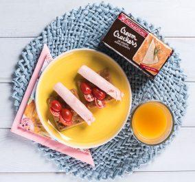 image for Ελαφρύ πρωινό με Cream Crackers Ολικής και καπνιστή γαλοπούλα