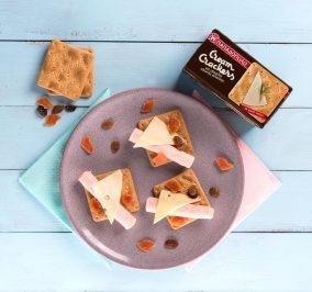 Banner for Βραδινό με Cream Crackers Ολικής, γαλοπούλα, τυρί και αποξηραμένα φρούτα
