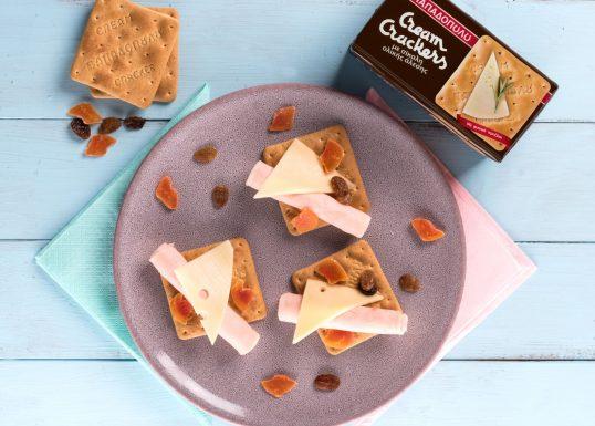 image for Βραδινό με Cream Crackers Ολικής, γαλοπούλα, τυρί και αποξηραμένα φρούτα