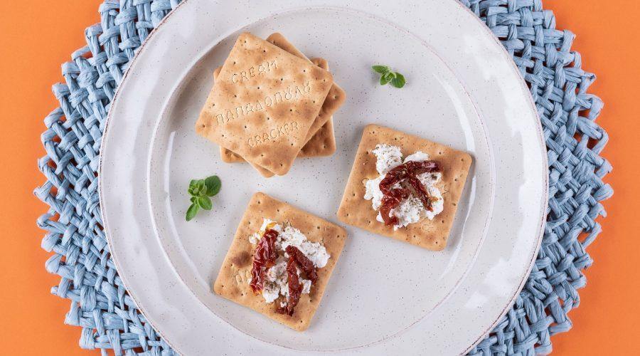 Top slider image for Cream Crackers με  ανθότυρο, λιαστή ντομάτα και ρίγανη