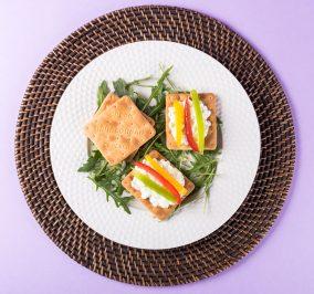 image for Cream Crackers Παπαδοπούλου με τυρί κρέμα και πολύχρωμες πιπεριές