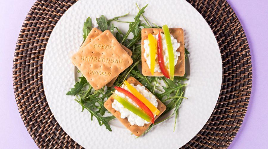 Top slider image for Cream Crackers Παπαδοπούλου με τυρί κρέμα και πολύχρωμες πιπεριές
