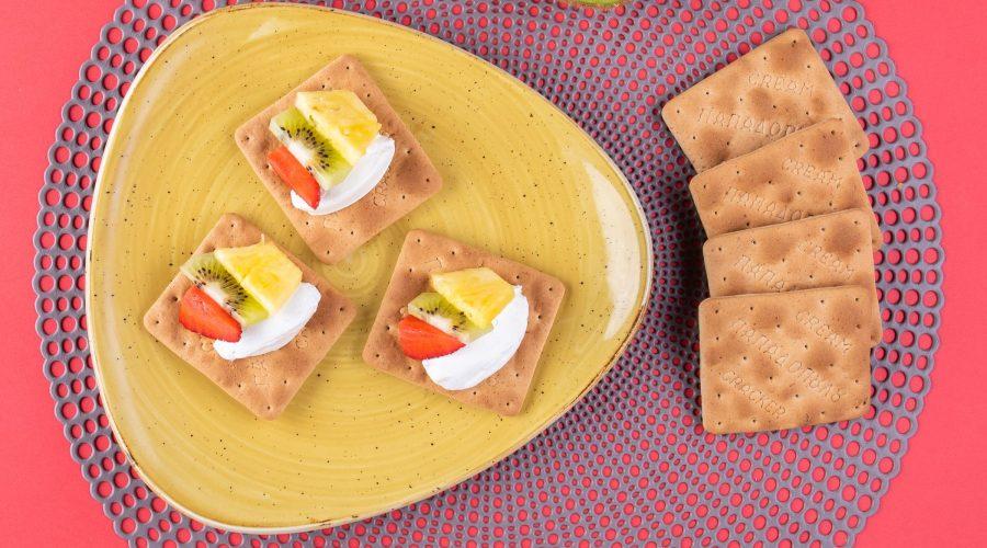 Top slider image for Cream Crackers Παπαδοπούλου με γιαούρτι, ανανά, φράουλα και ακτινίδιο