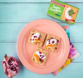 image for Πρωινό με Cream Crackers Χωρίς Ζάχαρη με μανταρίνι, ρόδι και γιαούρτι