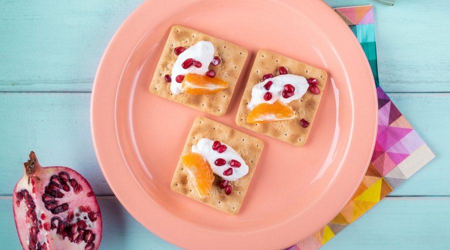 Top slider image for Πρωινό με Cream Crackers Χωρίς Ζάχαρη με μανταρίνι, ρόδι και γιαούρτι