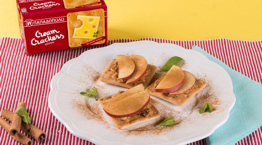 Top slider image for Πρωινός γλυκός συνδυασμός με Cream Crackers , φιστικοβούτυρο και μήλο