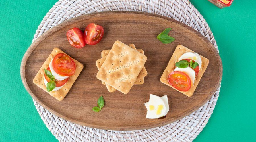 Top slider image for Cream Crackers Παπαδοπούλου με μοτσαρέλα, ντομάτα και βασιλικό