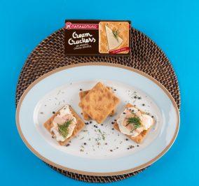 image for Ελαφρύ βραδινό με Cream Crackers, τυρί κρέμα, τόνο και άνηθο