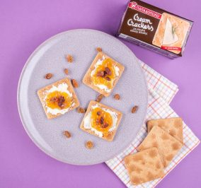 image for Cream Crackers Σίκαλη Ολικής, βούτυρο, μαρμελάδα και σταφίδες