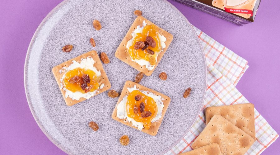 Top slider image for Cream Crackers Σίκαλη Ολικής, βούτυρο, μαρμελάδα και σταφίδες
