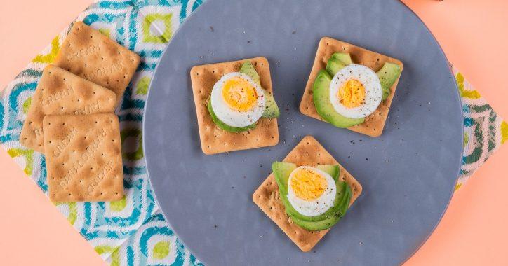 image for Cream Crackers με Σίκαλη Ολικής, βραστό αυγό, αβοκάντο και πιπέρι