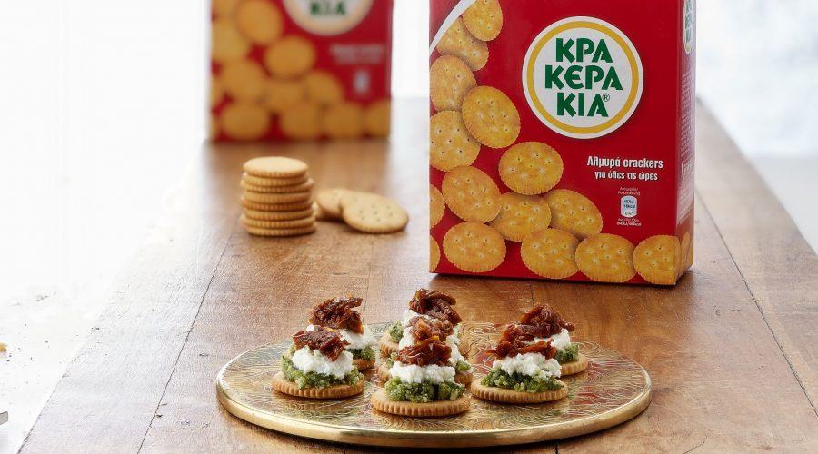 Top slider image for Κρακεράκια Παπαδοπούλου με pesto βασιλικού, κατίκι Δομοκού και λιαστή ντομάτα