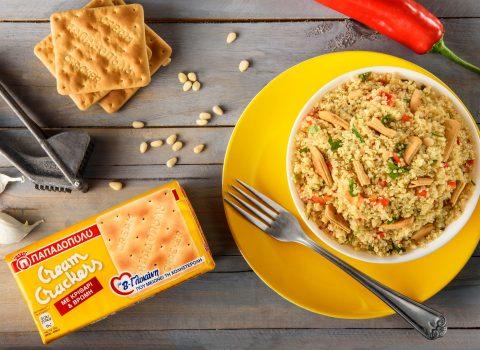 Featured image for Σαλάτα με κινόα, πιπεριές Φλωρίνης και Cream Crackers με β-γλυκάνη