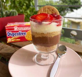image for Trifle με φράουλες και Digestive Παπαδοπούλου