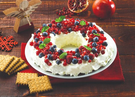 image for Χριστουγεννιάτικο στεφάνι µε φρούτα του δάσους και Πτι Μπερ Παπαδοπούλου