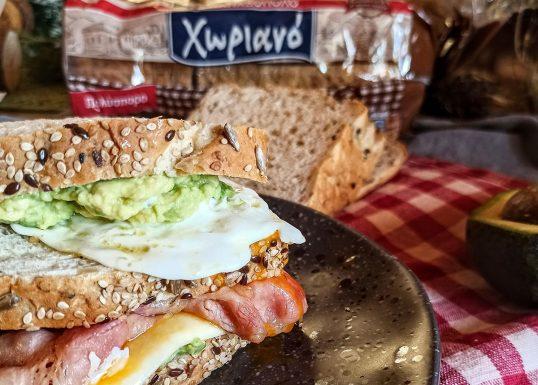 image for Χωριανό Πολύσπορο ψωμί σε φέτες με τραγανό μπέικον αυγό και σoς αβοκάντο