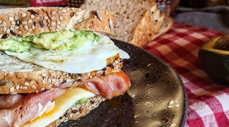 Top slider image for Χωριανό Πολύσπορο ψωμί σε φέτες με τραγανό μπέικον αυγό και σoς αβοκάντο