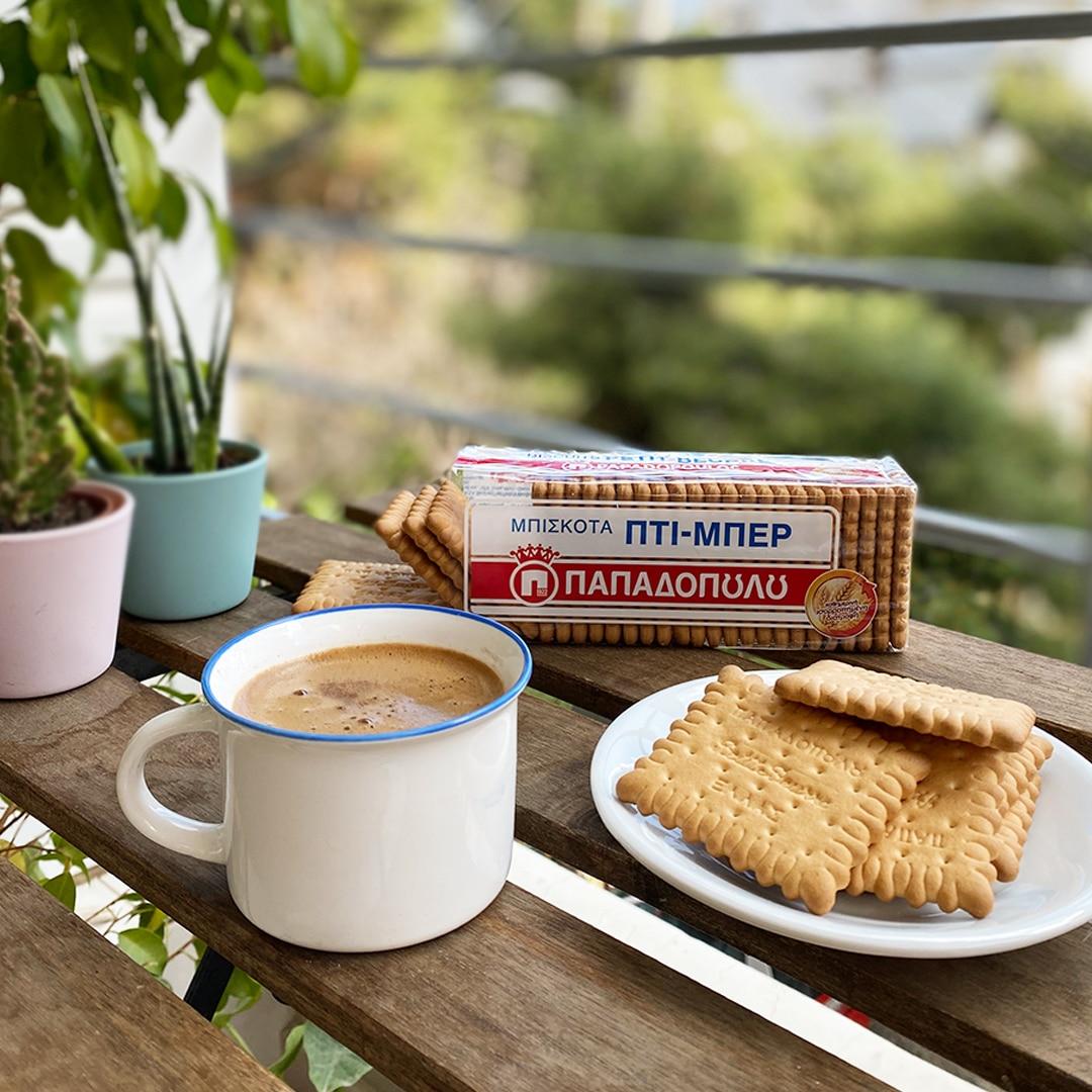 Image for Καφές και Πτι Μπερ στο μπαλκόνι!