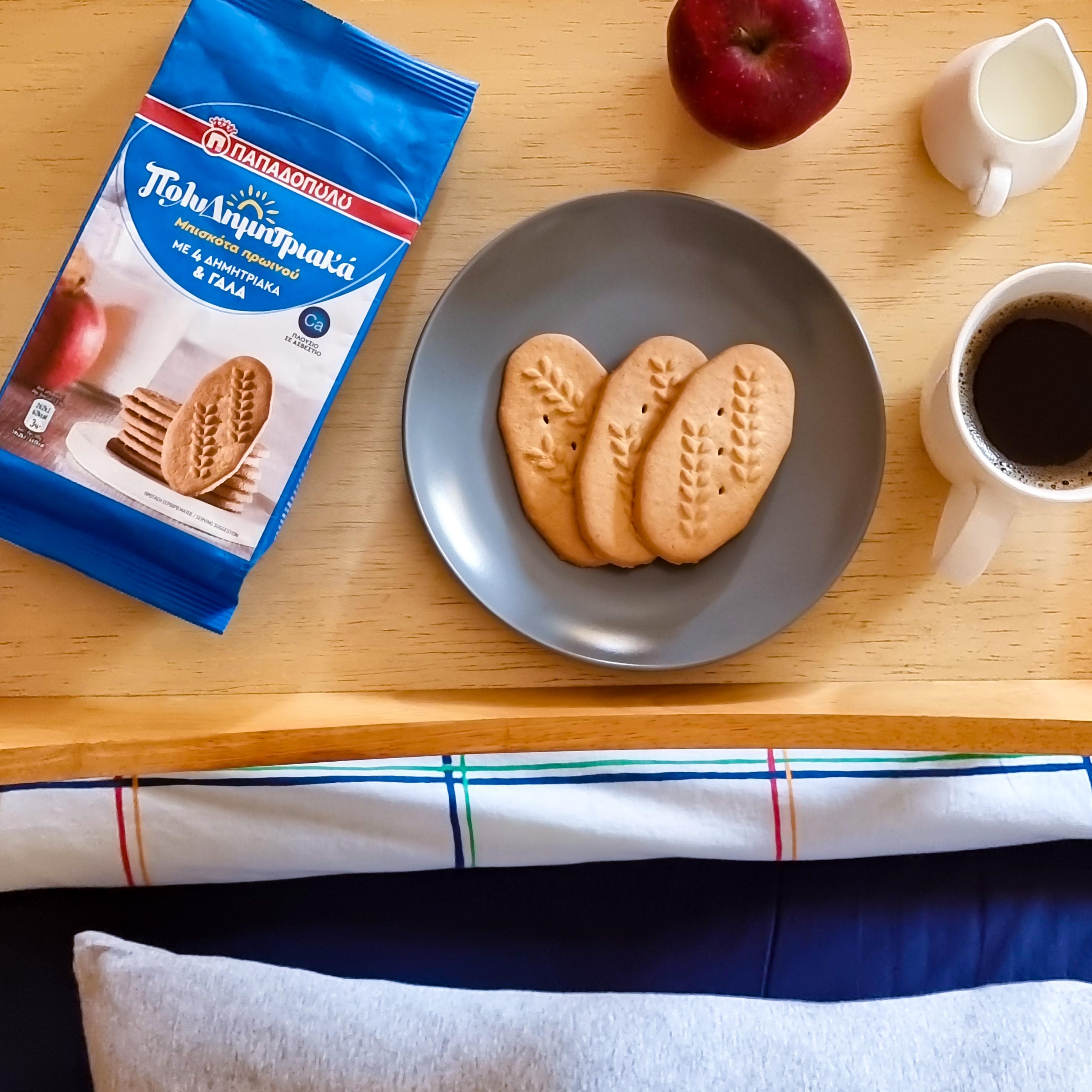 Image for ΠολυΔημητριακά μπισκότα, ένα φρούτο, καφές κι έτοιμο το πρωινό!