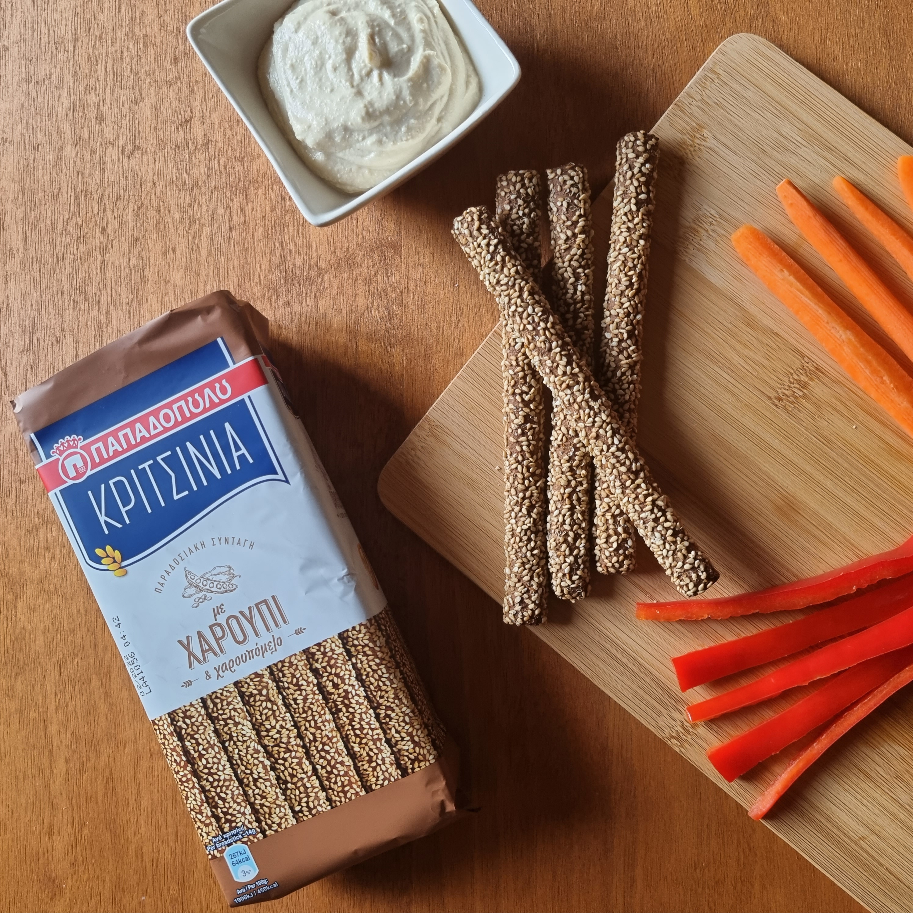Image for Κριτσίνια με χαρούπι με χούμους και φρέσκα λαχανικά. Ωραία ιδέα!