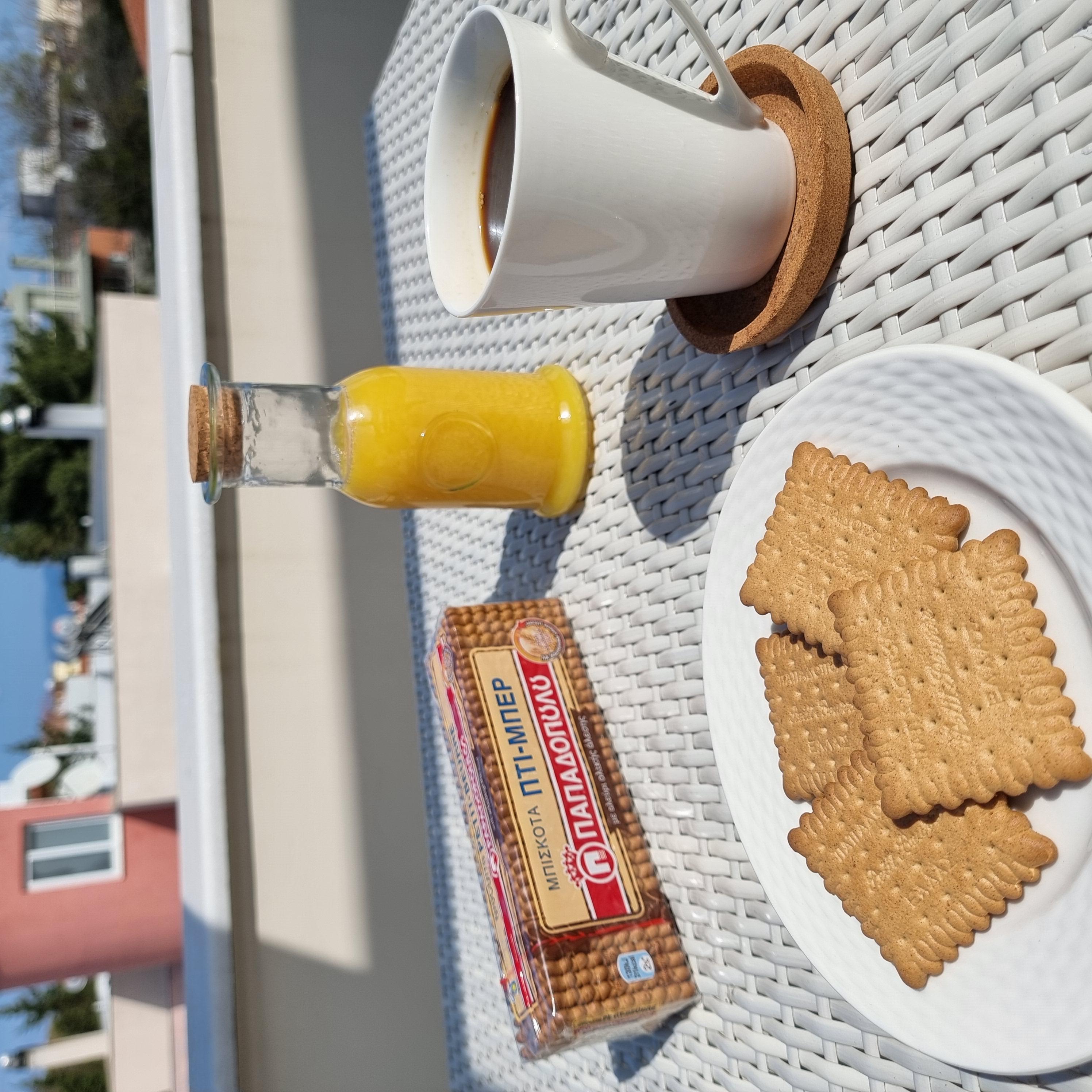 Image for Πρωινό στο μπαλκόνι με Πτι Μπερ ολικής και καφέ!