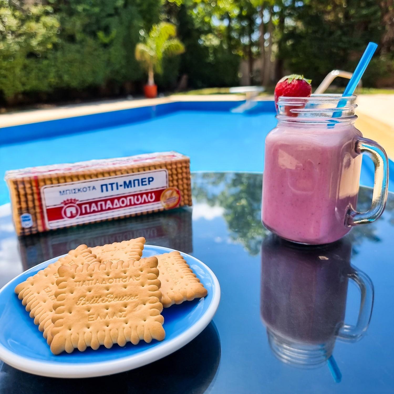 Image for Καλοκαίρι, φρουτένιο smoothie, υπέροχη θέα και Πτι Μπερ Παπαδοπούλου!