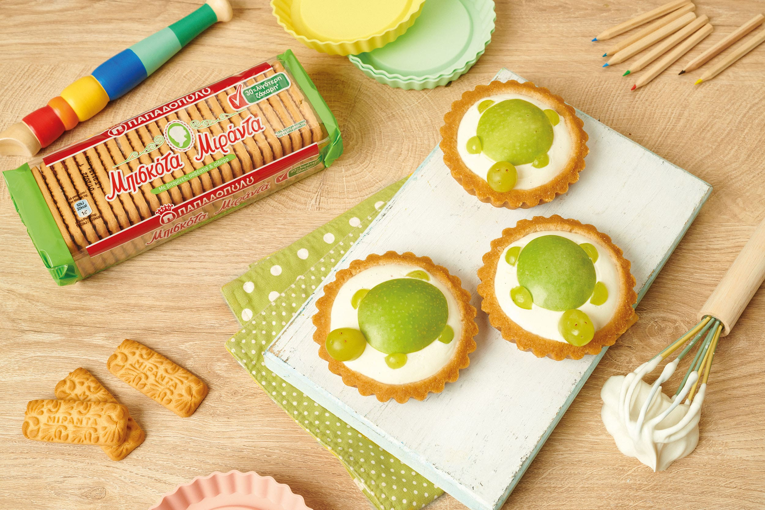 image for Ατομικά ταρτάκια με μήλο-αχλάδι και μπισκότα Μιράντα