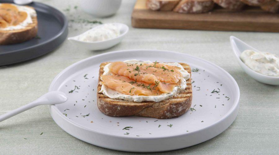 Top slider image for Φρυγανισμένο ψωμάκι Aρχαία Σπορά με τυρί και καπνιστό σολομό